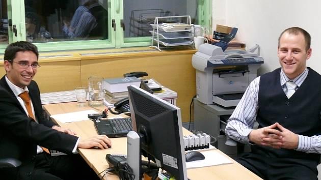 Právníci Březovják a Židlík v nové kanceláři ve 23. budově Svitu