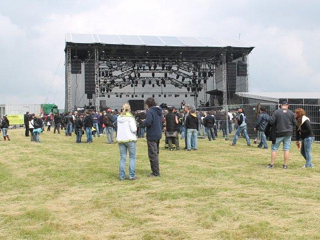 Ve Slušovicích dnes koncertují slavné rockové kapely, hvězdou večera je Kabát.