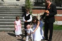 Magické datum 9. 9. 2009 přimělo ke svatebnímu dni i několik párů na Zlínsku. Na zámku Lešná si tento den řekli své Ano i snoubenci z Prostějova.