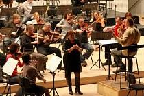 Dagmar Pecková zkouší s filharmonií Bohuslava Martinů ve Zlíně.