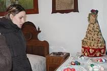 Lidé obdivovali velikonoční kraslice ze Slovácka, Hanácka a Valašska. Nejvíce pozornosti však vzbudil tradiční svatební koláč dělaný na Zlínsku pro novomanžele.