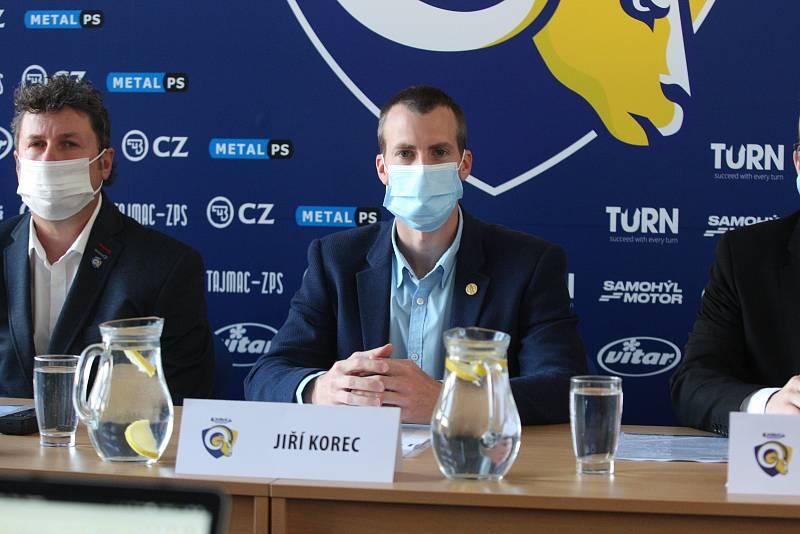 V úterý se uskutečnila tisková konference klubu PSG Berani Zlín před další extraligovou sezonu. Na snímku primátor Jiří Korec. Archivní foto