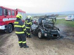 V Lukově na Zlínsku shořelo osobní vozidlo.