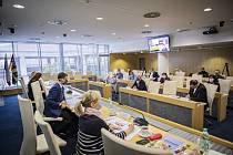 Zúžený Krizový štáb jednal v pátek 13.11. poprvé v novém povolebním složení, na dálku se připojil i ministr vnitra Jan Hamáček.