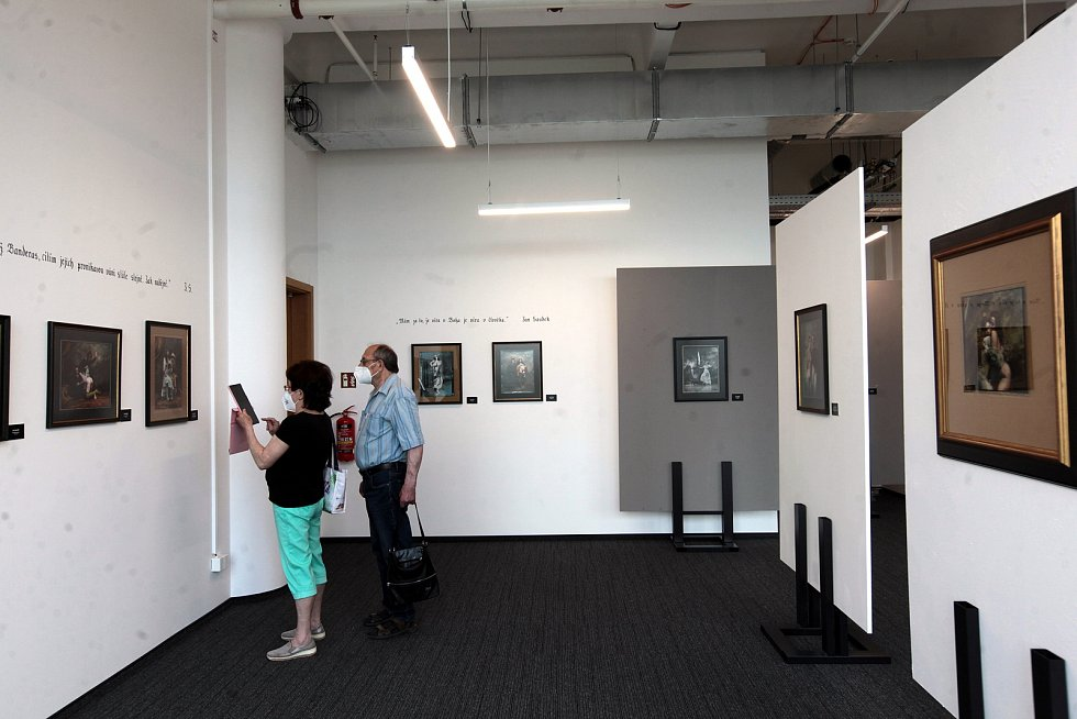 Jan Saudek vystavuje průřez svojí tvorbou - 85 fotografií v Obchodním domě Zlín