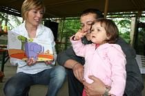 Děti se v zoo učily znakové řeči.