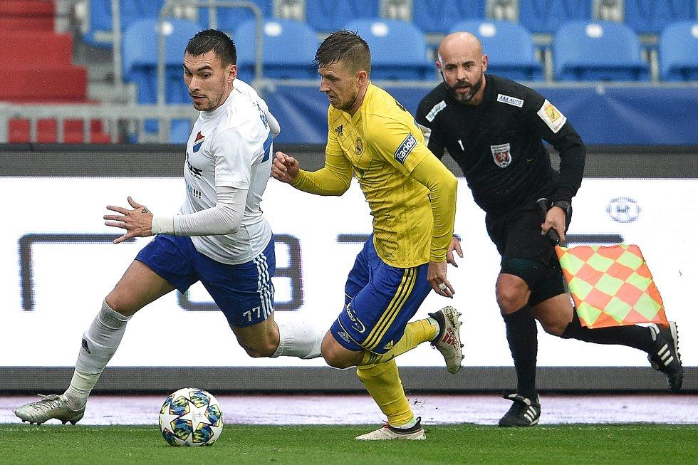 Utkání 12. kola první fotbalové ligy: Baník Ostrava - Fastav Zlín, 5. října 2019 v Ostravě. Na snímku (zleva) Rudolf Reiter a Lukáš Bartošák.