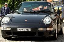Sraz automobilů zn. Porsche na zlínském náměstí Míru.
