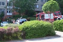 Dnes okolo 16 hodiny začal hořet na Jižních svazích v ulici Podlesí automobil. Zasahovala policie i hasiči.