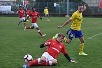 Krajní záložník zlínského Fastavu Róbert Matejov (ve žlutém) v zápase s lotyšskou Jürmalou.