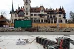 Stavba zámeckého jezírka pro aligátory v ZOO Lešná.