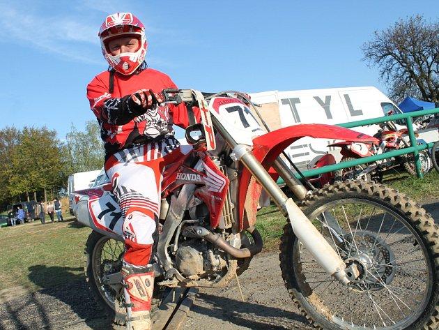 V sobotu 13. října 2012 se ve Žlutavě konal 9. motokrosový den. Na snímku je závodník Petr Zlatuška z Otrokovic.