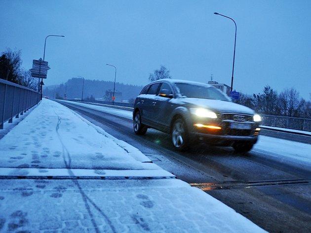 Vnoci na pondělí 25.listopadu 2013dorazilo na Valašsko první letošní sněžení