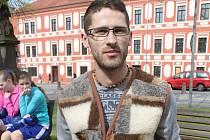 Ručně pletené košíky, ošatky i další proutěné potřeby do domácnosti vyrábí Zdeněk Bilavčík doma v Mistřicích, ale i pod širým nebem na farmářských trzích a řemeslných jarmarcích.