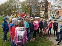 Děti hodily Morenu do řeky Dřevnice