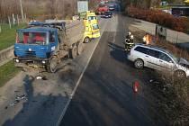 Dopravní nehoda osobního a nákladního vozidla
