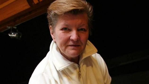 Paní Jana Dolínková ze Zlína se již jedenáct let věnuje vlastní výrobě loutek. Za tu dobu jich má na svém kontě už šest stovek.