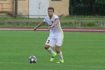 Fotbalisté Zlína B (bílé dresy) v přípravě nestačili na divizní Kozlovice.