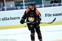 hokejistka Sára Čajanová v ženské švédské hokejové lize