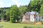 Luhačovický park omládl a provoní ho levandule, růže, rododendrony i vřesovec