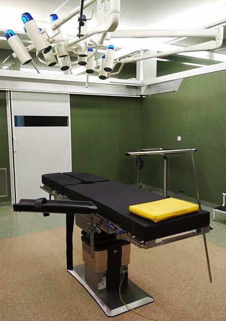 Nový operační stůl v Krajské nemocnici Tomáše Bati ve Zlíně.