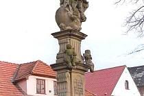 Sousoší Nejsvětější trojice na náměstí v Brumově-Bylnici.
