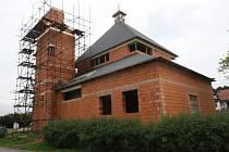 Rozestavěný kostel v Dolní Lhotě.