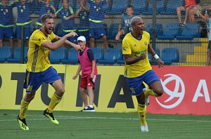 Fotbalisté Zlína (ve žlutých dresech). Ilustrační foto