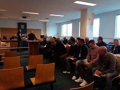 Obžalovaní u krajského soudu ve Zlíně. Všichni přiznali vinu.
