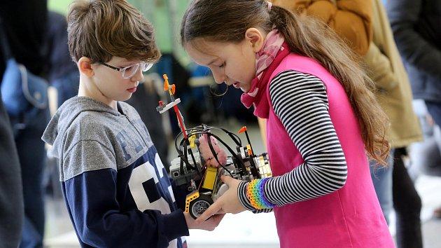 Soutěž malých robotů RoboGames na UTB ve Zlíně