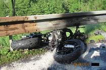 Na místě vážné dopravní nehody u Pozlovic na Zlínsku zasahovali profesionální a dobrovolní hasiči, záchranáři, policisti a vrtulník letecké záchranné služby.