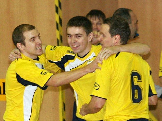 Futsalisté Zlína (ve žlutém)