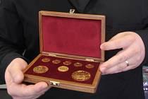 Majitel obchodu E-MINCE.cz s pamětními medailemi, se zlatými a stříbrnými mincemi a také investičním zlatem.