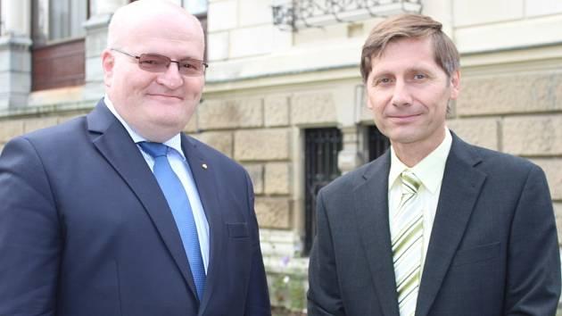 Ministr kultury Daniel Herman při své sobotní návštěvě ve Zlínském kraji si prohlédl novou Zátoku rejnoků v ZOO Zlín.
