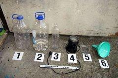 Policie zadržela skupinu výrobců drog. Hlavní obviněný je ve vazbě.
