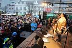 Velikonoční jarmark na náměstí Míru ve Zlíně.Koncert skupiny Fleret
