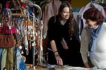Zlínská pobočka občanského sdružení Naděje připravila na úterý 13. prosince pro zájemce už druhý ročník dobročinného bazaru. Bazar potrvá dva dni a výtěžek sdružení použije na sociální služby.