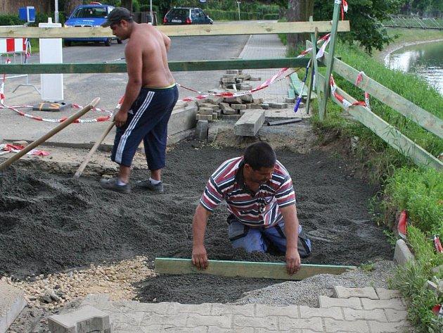 Vylepšení počasí přinese krajskému městu Zlín i dlaší opravy poškozených chodníků