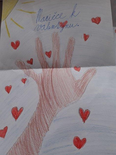 Kresbičky pro tetu a sestřenky od Sárinky.