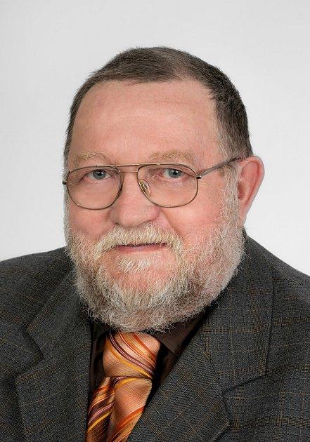 Jan Uherka z Uherského Brodu je nejstarším kandidátem pro volby do Poslanecké sněmovny Parlamentu České republiky.  Kandiduje ze 14. místa za ČSSD.