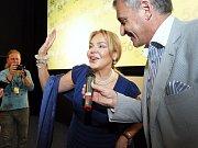 Lektoři roztančili kolemjdoucí i herce na chůdách v rytmu salsy