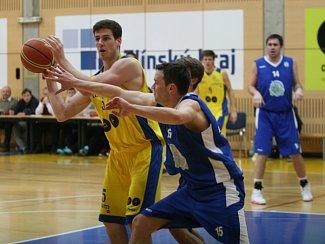 Zlínští basketbalisté (ve žlutém). Ilustrační foto.