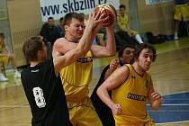 Basketbalisté Zlína (ve žlutém)