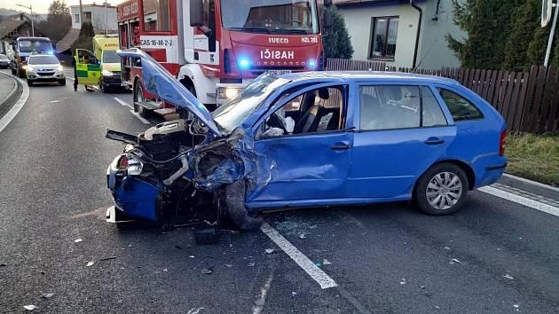 Vizovice: srážka osobáku, nákladního vozu a dodávky se obešla bez zranění