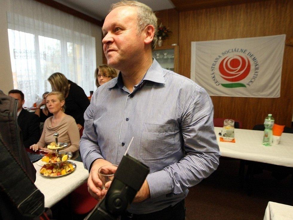 Volební štáb ČSSD. Na snímku Antonín Seďa