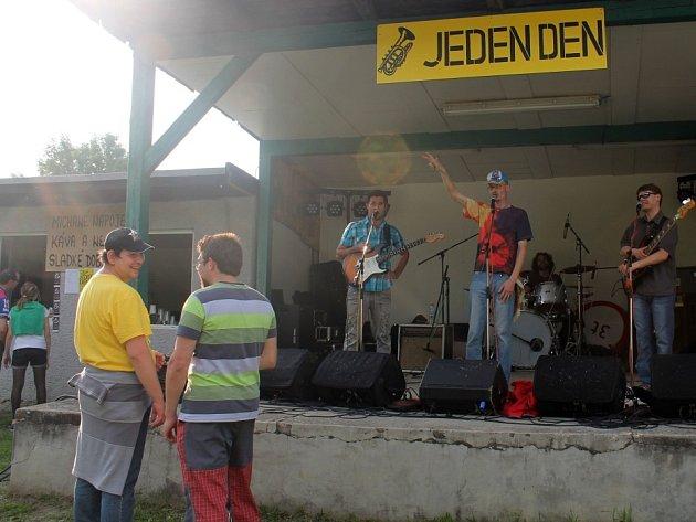 Vystoupení kapely Tři tuny na Open handicap festivalu Jeden den