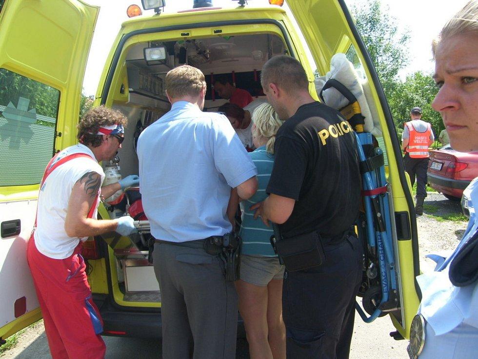Policisté ve středu 20. června takřka dvě hodiny zachraňovali ženu, která si vylezla na stožár vysokého napětí. Dívka byla pod vlivem drog a hodně zmatená