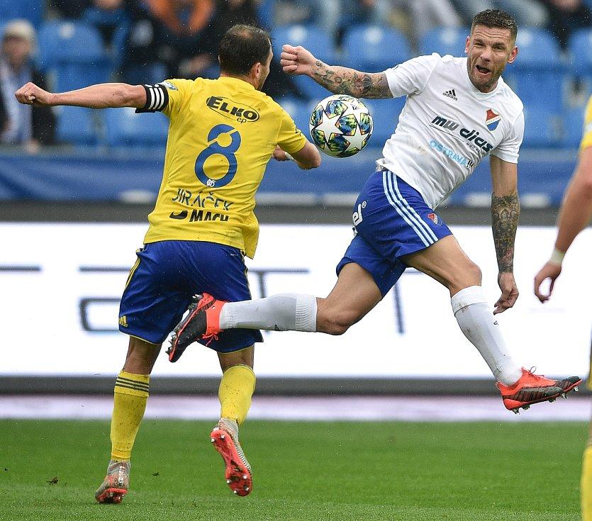 Utkání 12. kola první fotbalové ligy: Baník Ostrava - Fastav Zlín, 5. října 2019 v Ostravě. Na snímku (zleva) Petr Jiráček a Martin Fillo.