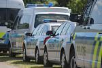 Manévry na Slavičínsku: bandity ze Slovenska loví desítky policistů.
