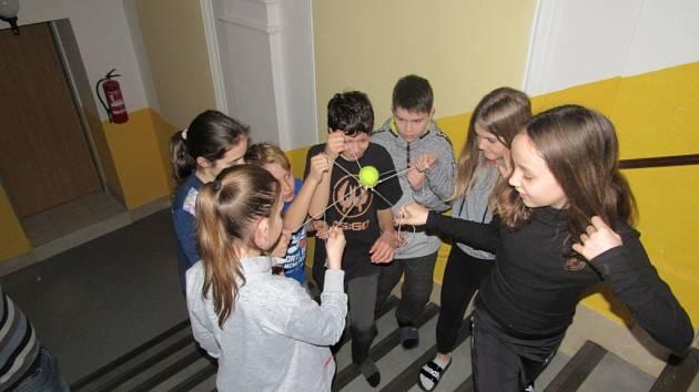 Šesťáci si užili projekt na stmelování třídního kolektivu
